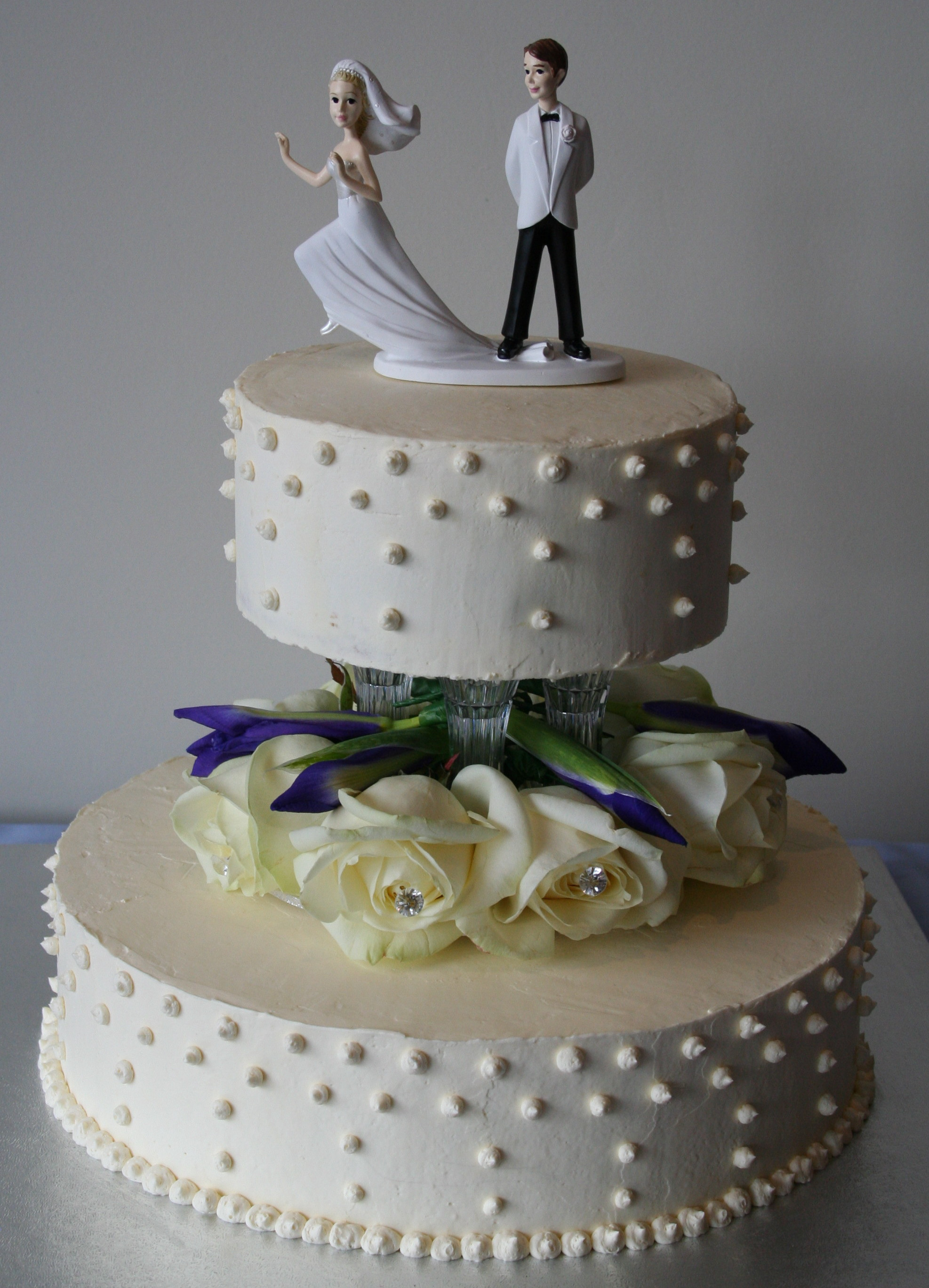 how to make a 2 layer wedding cake swiss meringue buttercream the wishful 15768